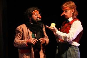 Teatro Famiglie Moglia / Pinocchio, viaggio tragicomico per nasi