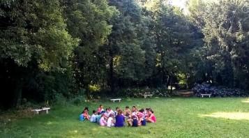 db34e396ce Parco delle Betone, letture per bambini sul prato.